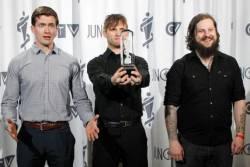 KEN mode qui reçoit le prix du meilleur album metal pour Venerable, prix décerné aux Junos.